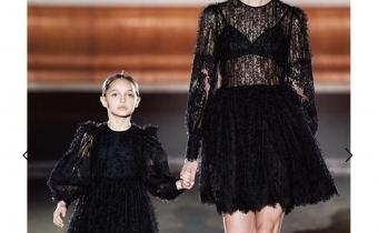 Модель Лаура Кердокайте на шоу Елизабетта Франчий , Неделя Моды в Милане 2021
